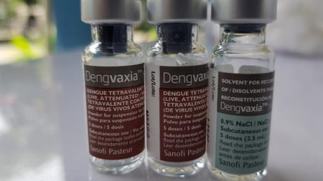 Philippines cấm dùng vaccine Dengvaxia phòng chống sốt xuất huyết dù dịch bùng phát