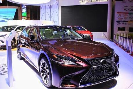Xe sang Lexus LS500 tại Việt Nam phải triệu hồi do lỗi lốp
