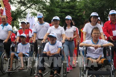 Hơn 5.000 người dân đi bộ đồng hành vì nạn nhân chất độc da cam và người khuyết tật nghèo
