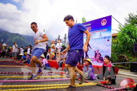 Hơn 6.000 người tham gia đã xác lập kỷ lục nhảy sạp tại Fansipan