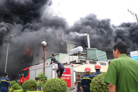 Hà Nội đang cháy lớn tại Khu Công nghiệp Sài Đồng B
