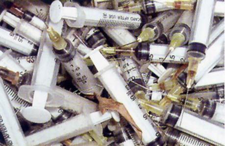 Hà Nội yêu cầu cơ sở thu gom rác thải y tế về nơi lưu trữ tập trung