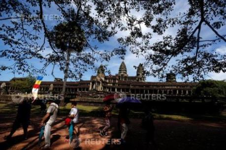 Campuchia cấm khách du lịch ăn uống trên bãi cỏ quanh khu vực đền Angkor Wat