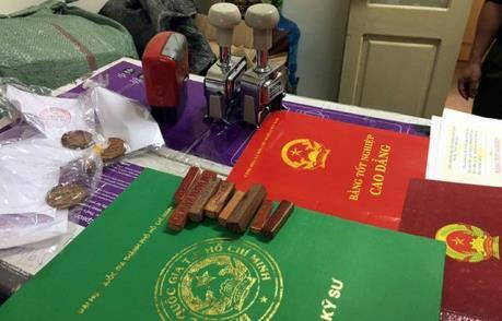 Hà Nội: Phá đường dây làm giả con dấu tài liệu của cơ quan nhà nước