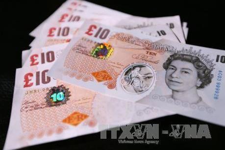 Đồng bảng Anh giảm xuống mức thấp nhất so với USD kể từ năm 2017