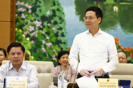 """Bộ trưởng Nguyễn Mạnh Hùng: Sẽ giao trách nhiệm cho các nhà mạng về vấn đề """"sim rác"""""""
