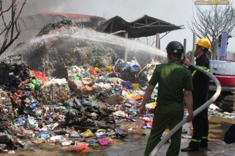Cháy lớn tại xưởng sơ chế phế liệu ở Thái Bình
