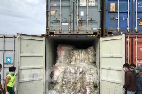 Hàn Quốc thắt chặt kiểm tra rác thải nhập khẩu từ Nhật Bản