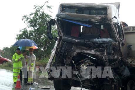 Giải tỏa ách tắc trên Quốc lộ 1A đoạn qua Quảng Bình do tai nạn