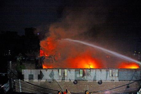 Khoảng 10.000 người mất chỗ ở do cháy nhà máy nhựa ở Bangladesh