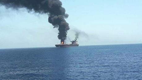 Tàu khách bốc cháy ở ngoài khơi: Indonesia bắt đầu tìm kiếm người mất tích