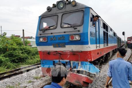 Tàu hỏa đâm trực diện ô tô đoạn giao cắt Nam Định