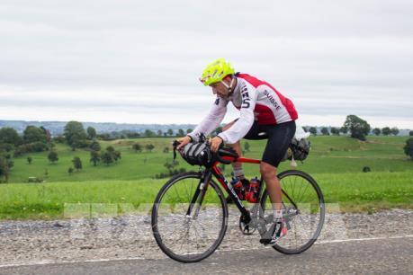 Lập kỷ lục Guiness đạp xe qua 16 nước châu Âu trong 6 ngày