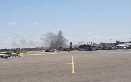 Sân bay duy nhất ở Libya bị trúng tên lửa