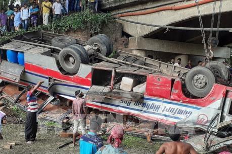 Tai nạn xe buýt tại Bangladesh làm nhiều người thương vong