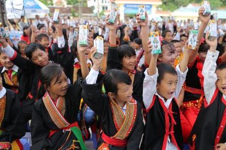 Học sinh tỉnh Quảng Ninh đón nhận ngôi trường mới và hơn 71.000 ly sữa