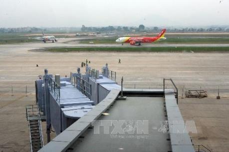 Thủ tướng yêu cầu báo cáo về tình trạng xuống cấp đường băng sân bay Nội Bài