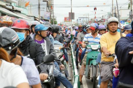 Người dân trở lại sau kỳ nghỉ lễ, giao thông ùn tắc tại nhiều cửa ngõ