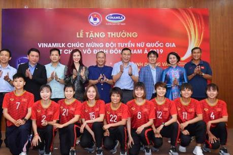 Vinamilk trao thưởng Đội tuyển bóng đá nữ quốc gia vô địch Đông Nam Á 2019