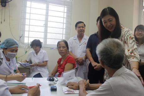Lãnh đạo thành phố Hà Nội thăm các gia đình bị ảnh hưởng vụ cháy tại Công ty Rạng Đông
