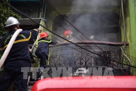 Cháy nhà 5 tầng tại phố Núi Trúc, Hà Nội