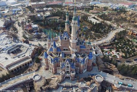 """Disneyland Thượng Hải """"cấm cửa"""" mỳ ăn liền và sầu riêng"""