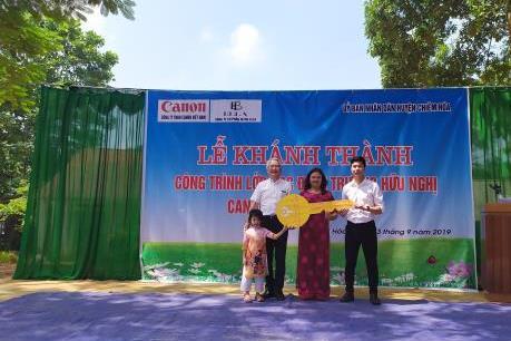 Canon bàn giao trường học hữu nghị tại Tuyên Quang