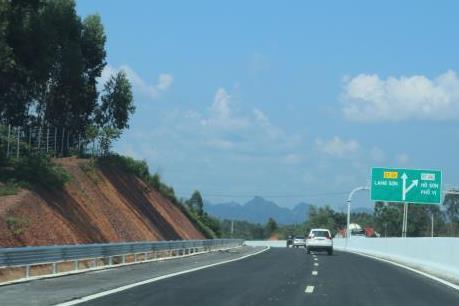 Ngắm nhìn cao tốc Bắc Giang - Lạng Sơn chuẩn bị về đích