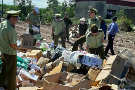 Cục QLTT Quảng Trị tiêu hủy hơn 15.000 sản phẩm hàng hóa vi phạm