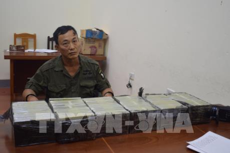 Lạng Sơn bắt đối tượng vận chuyển trái phép 60 bánh heroin