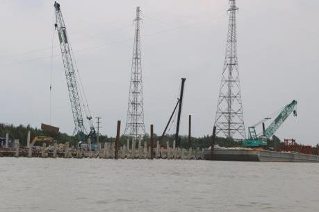 Bắt giữ 20 phương tiện thủy khai thác cát trái phép trên sông Tiền