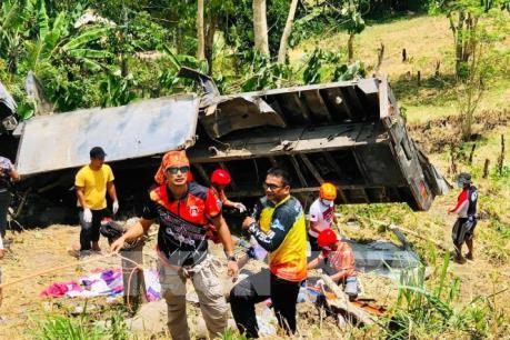 Ô tô rơi xuống vực khiến ít nhất 15 người thiệt mạng