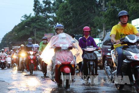 Dự báo thời tiết hôm nay 22/10: Bắc Bộ, Nam Bộ có mưa rào và dông
