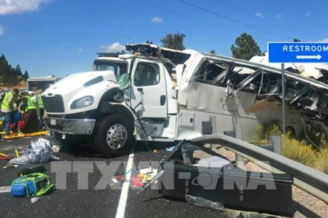 Tai nạn xe chở khách du lịch tại Mỹ làm nhiều người thương vong