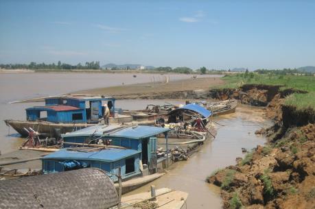 Phạt gần 700 triệu đồng 6 trường hợp khai thác cát trái phép