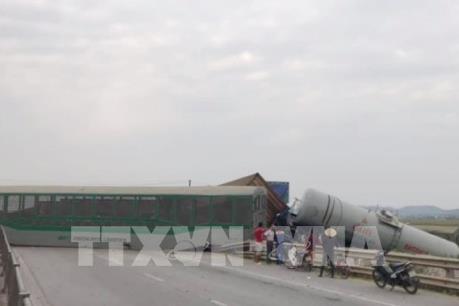 Quốc lộ 1A đoạn qua Nghệ An đã thông tuyến sau vụ tai nạn đường sắt