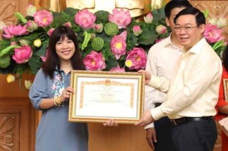 Ban Biên tập tin Kinh tế/BNEWS (TTXVN) nhận Bằng khen của Thủ tướng về điều hành giá