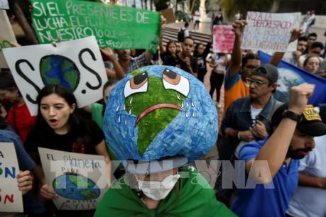 Hàng chục nghìn người Canada tuần hành chống biến đổi khí hậu