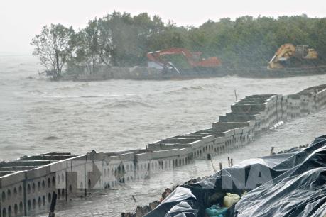 """Sạt lở """"bủa vây"""" ở  Đồng bằng sông Cửu Long - Bài 3: Vì đâu đất cứ """"trôi sông, đổ biển"""""""