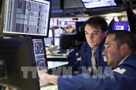 Thông tin về báo cáo kinh doanh khiến phố Wall giảm điểm