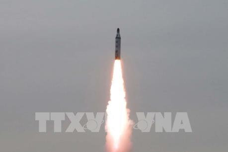 Triều Tiên phóng thành công tên lửa đạn đạo từ tàu ngầm mới