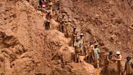 Sập hầm mỏ khai thác vàng khiến hàng chục người thiệt mạng