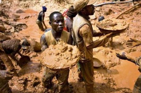 Tấn công mỏ vàng khiến 20 người thiệt mạng