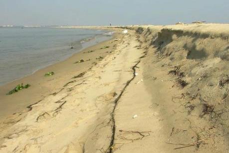 Xuất hiện đảo cát thành bãi chắn sóng tự nhiên cho bờ biển Hội An