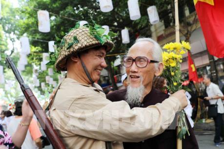 """Kỷ niệm 65 năm Ngày Giải phóng Thủ đô: Chương trình """"Ký ức Hà Nội - 65 năm"""""""