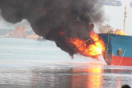"""Nổ tàu chở dầu Iran: Giới chuyên gia nhận định là """"tấn công khủng bố"""""""