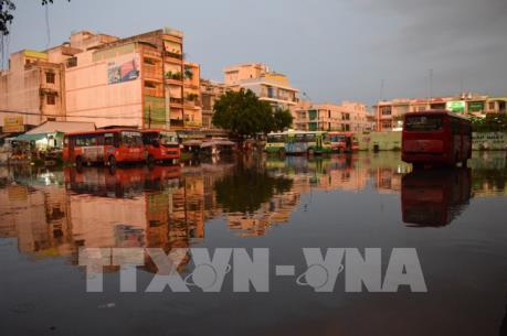 Đồng Tháp: Nhiều điểm ở thành phố Cao Lãnh ngập sâu sau cơn mưa