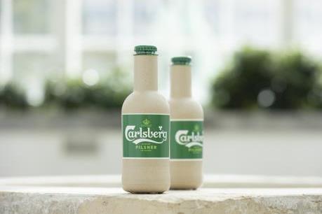 """Carlsberg sản xuất chai bia """"giấy"""" đầu tiên trên thế giới từ 100% sợi gỗ tự nhiên"""