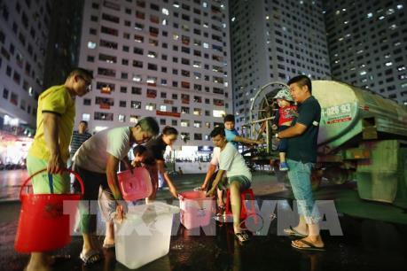 Hà Nội cung cấp nước sạch miễn phí cho các khu dân cư bị ảnh hưởng từ nước bẩn