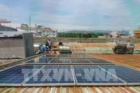 Làm gì để phát triển điện mặt trời áp mái?